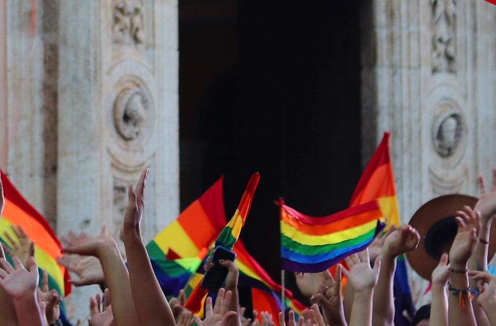 Bandeiras LGBTQ+ para se refirir a agência de viagens, especialista em Turismo LGBTQ+